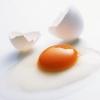 Як мити голову яйцем правильно: поради і рекомендації