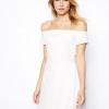 Модні сукні з відкритими плечима
