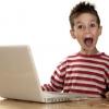 Дитина сидить за комп`ютером: комп`ютерна залежність у дітей.